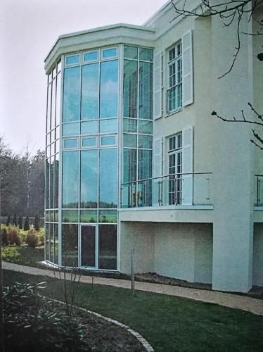 Villa mit Gartenhaus 9